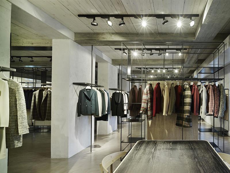 Interior designer ristrutturazione negozi 35a studio di for Interior design negozi